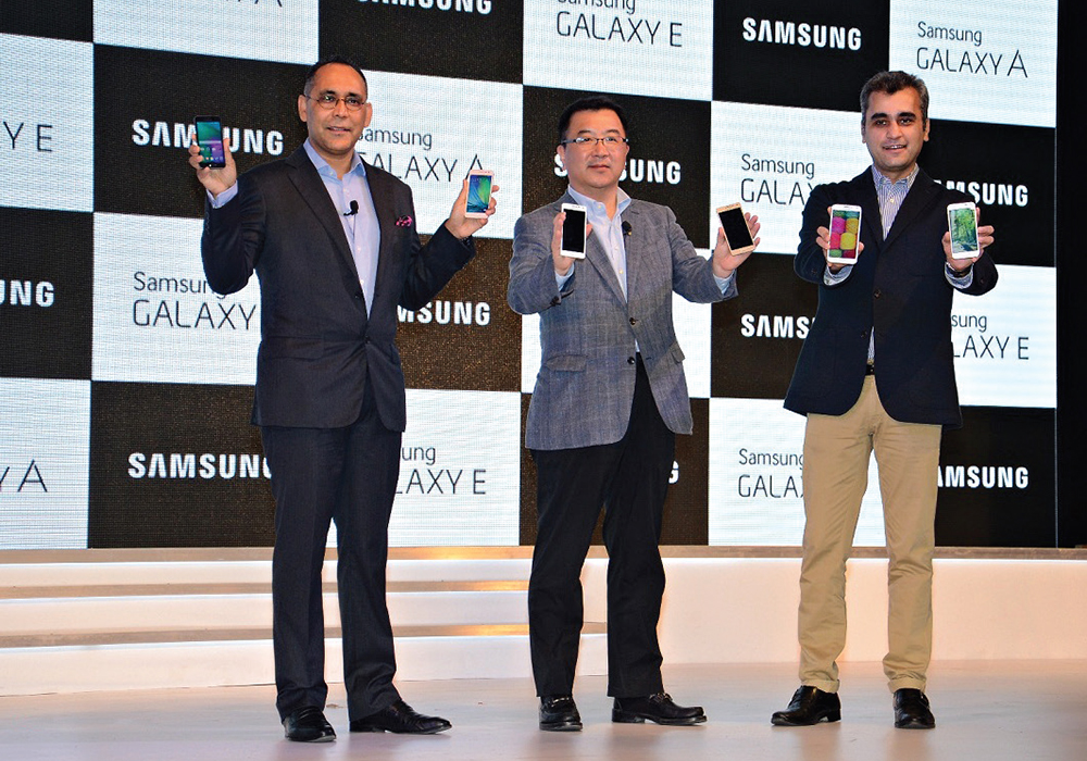 J(30_2015_Samsung-launches)2